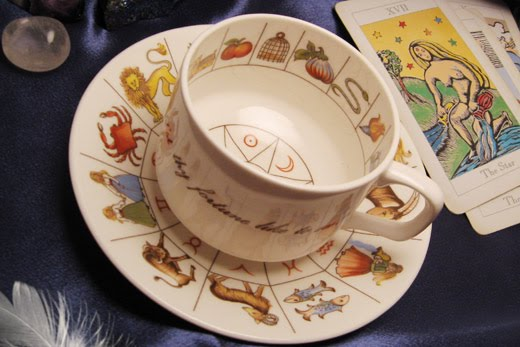 tea and tarot