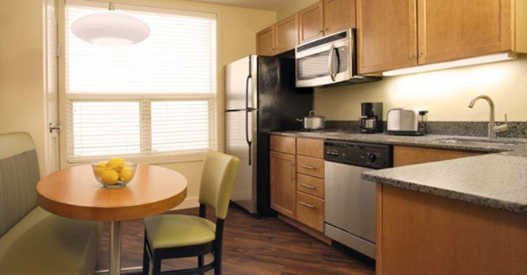 Hyatt House 3 kitchenette