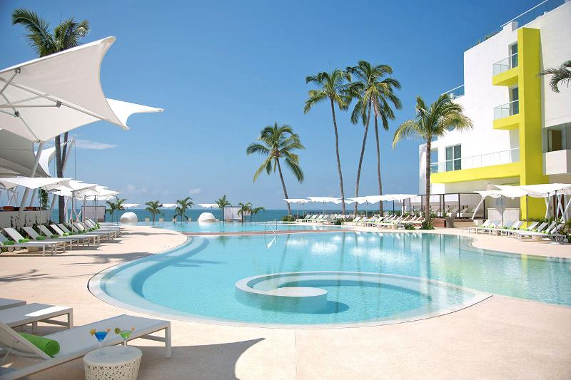Hilton PVR pool pic