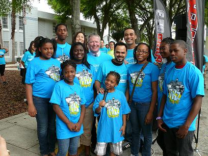 Mayor Buddy Dyer and PKZ volunteers