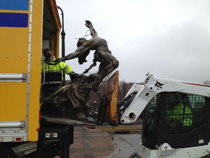 Sculpture unloading