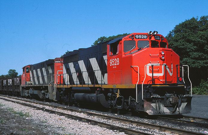 CN GP40-2 and M420
