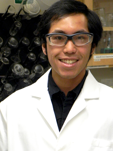Wesley Hong in the Electrochemical Energy Lab of MIT Professor Yang Shao-Horn.