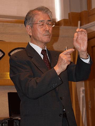 Dr. Takao Abe delivers the 2014 Gatos Lecture. Photo, Maria Aglietti