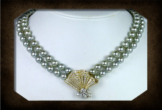 Pearl necklace with diamond clasp