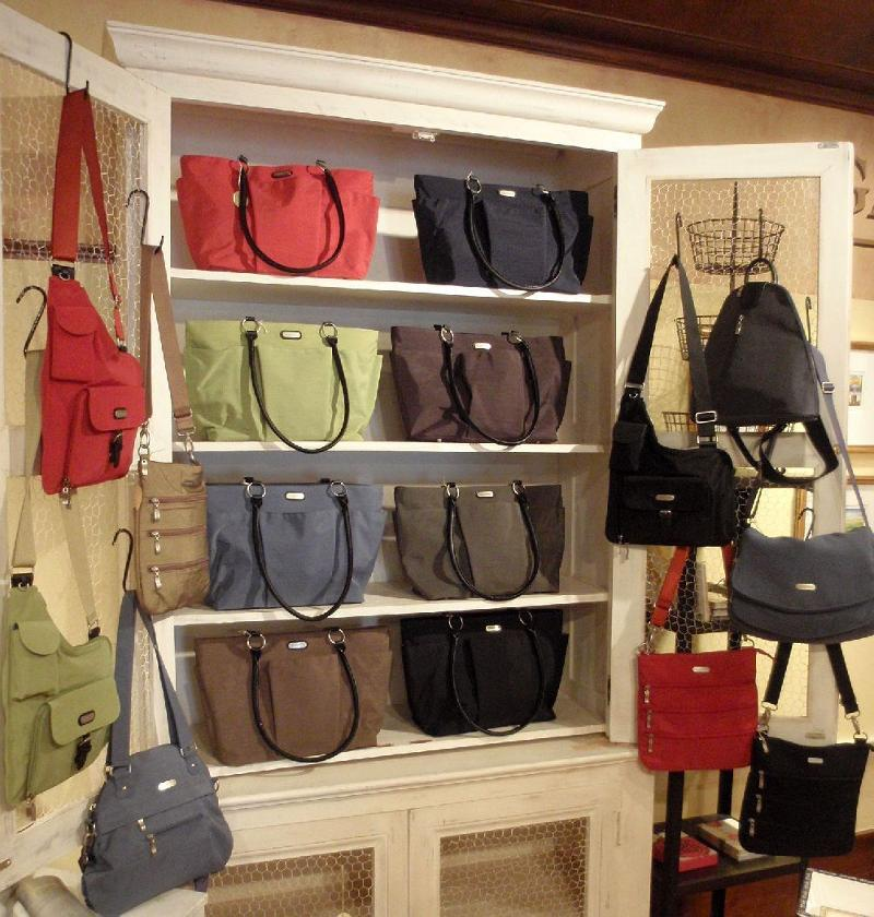 Baggallini Shop Display