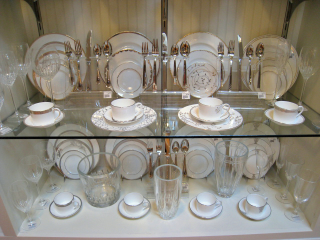 Vera Wang dinnerware, flatware and glassware
