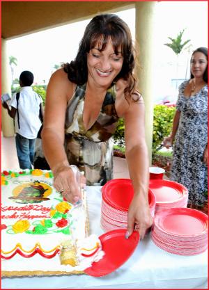 Sarah Cuts the Cake!