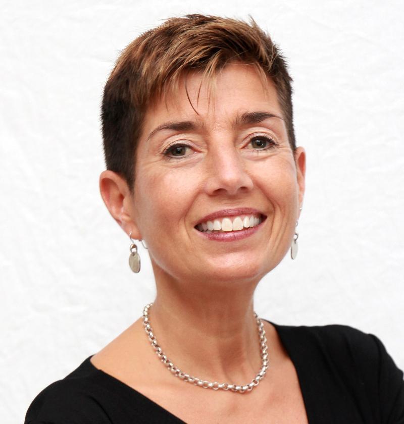 LisaMarie Dias - E-News Evangelista