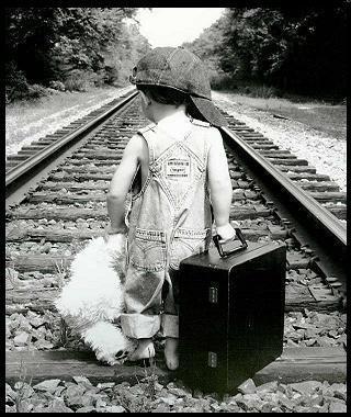 Enfant à la valise