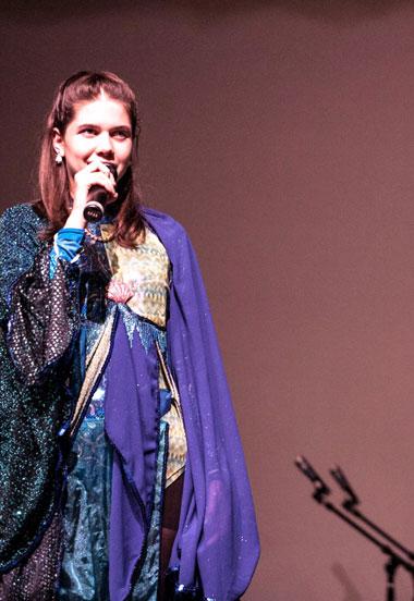 Ivy Street School student sings