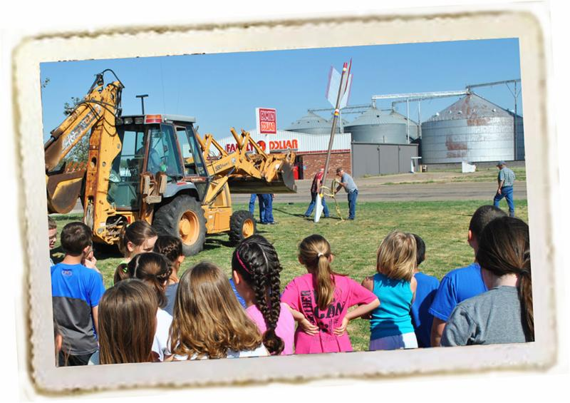 Carson County schoolchildren watch installation of Quanah Parker Trail giant arrow marker in Panhandle