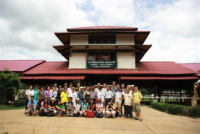 Group in front of Dansk Thailandsk Kvaegbrug