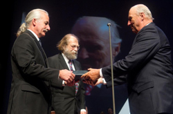 His Majesty King Harald of Norway presents the Kavli Prize in Nanoscience.