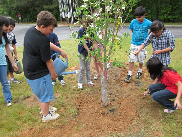 Minor ES Earth Day planting