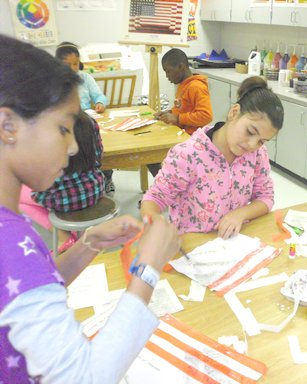 Kanoheda ES students work on Constitution Day project