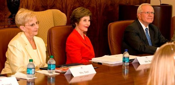 Laura Bush, center, sits with Mrs. Deal, left, and Mr. Wilbanks